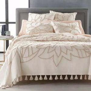 Lucky Brand Tufted Full / Queen Bed Cover